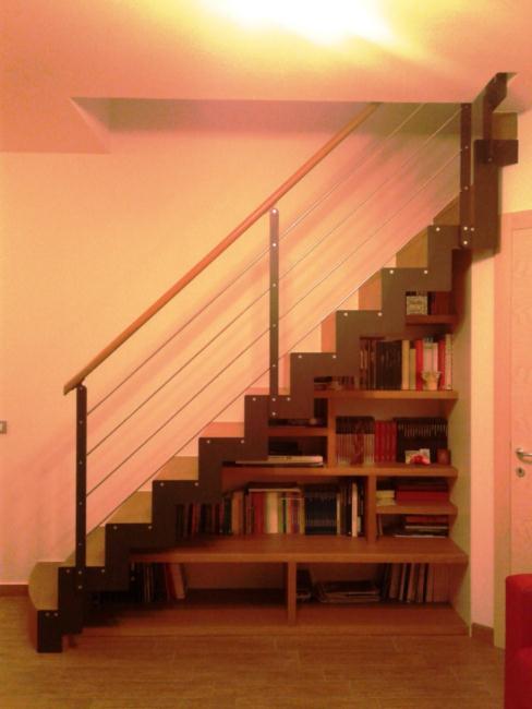 Scala in acciaio e legno massello con libreria integrata for Scala per libreria